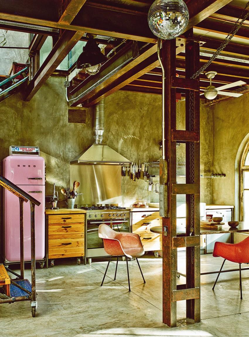 Оригинальный промышленный интерьер в винтажном стиле