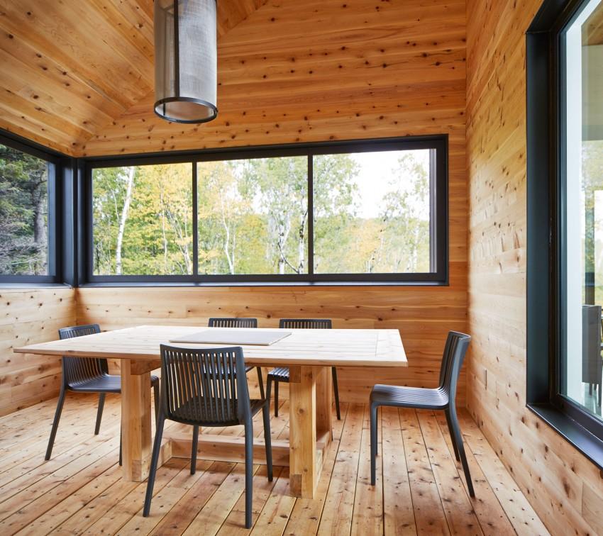 Большой деревянный дом в современном стиле – фото