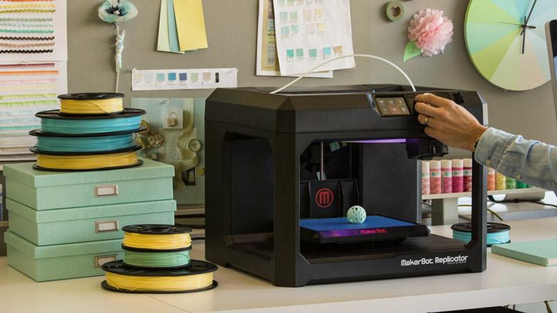 3D-принтер и красочные ленты дизайнера Martha Stewart в Нью-Йорке