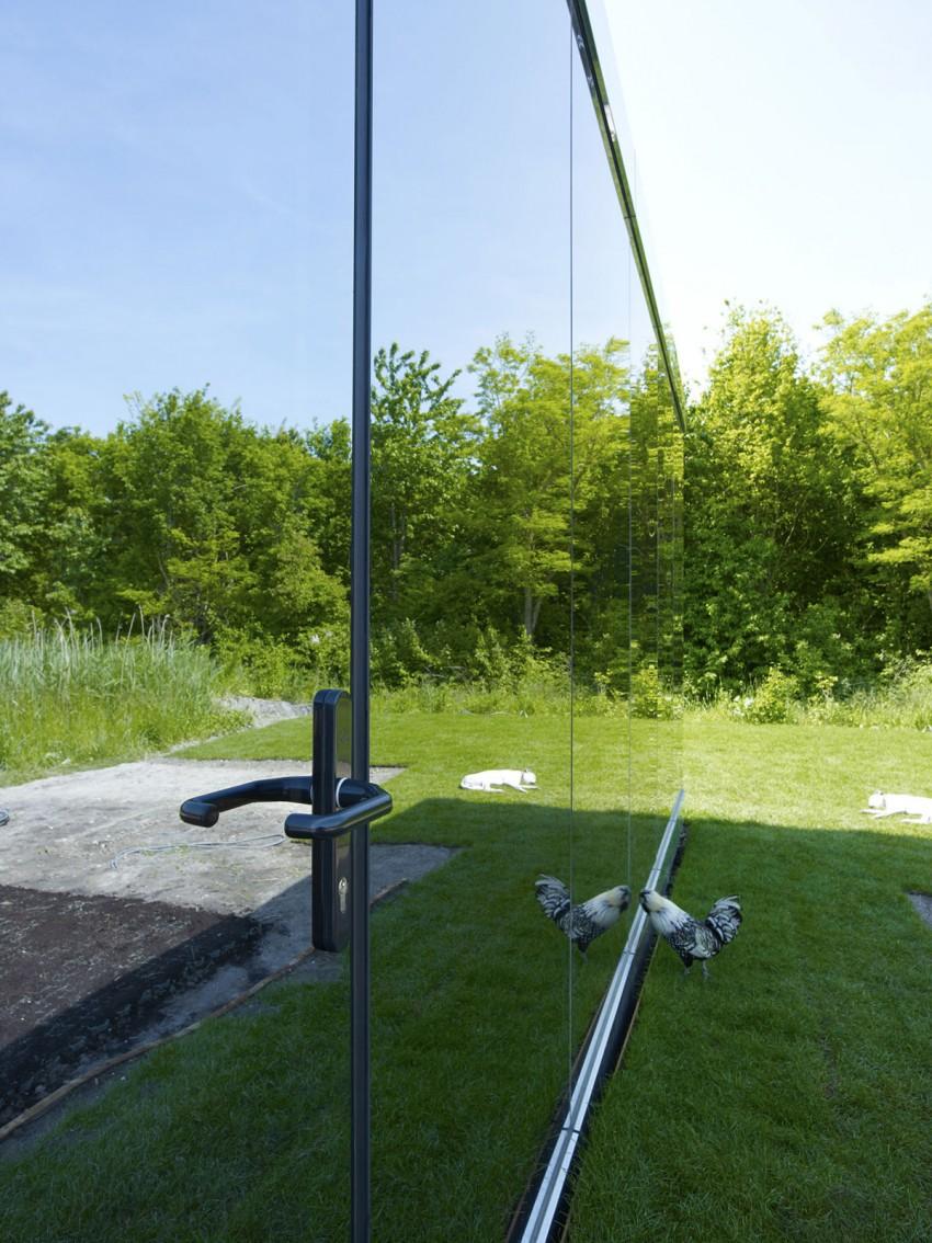 Необычные проекты одноэтажных домов: зеркальный коттедж в Нидерландах