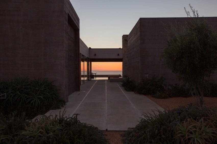 Усадьба в Калифорнии: сад, бассейн и дом с видом на горы