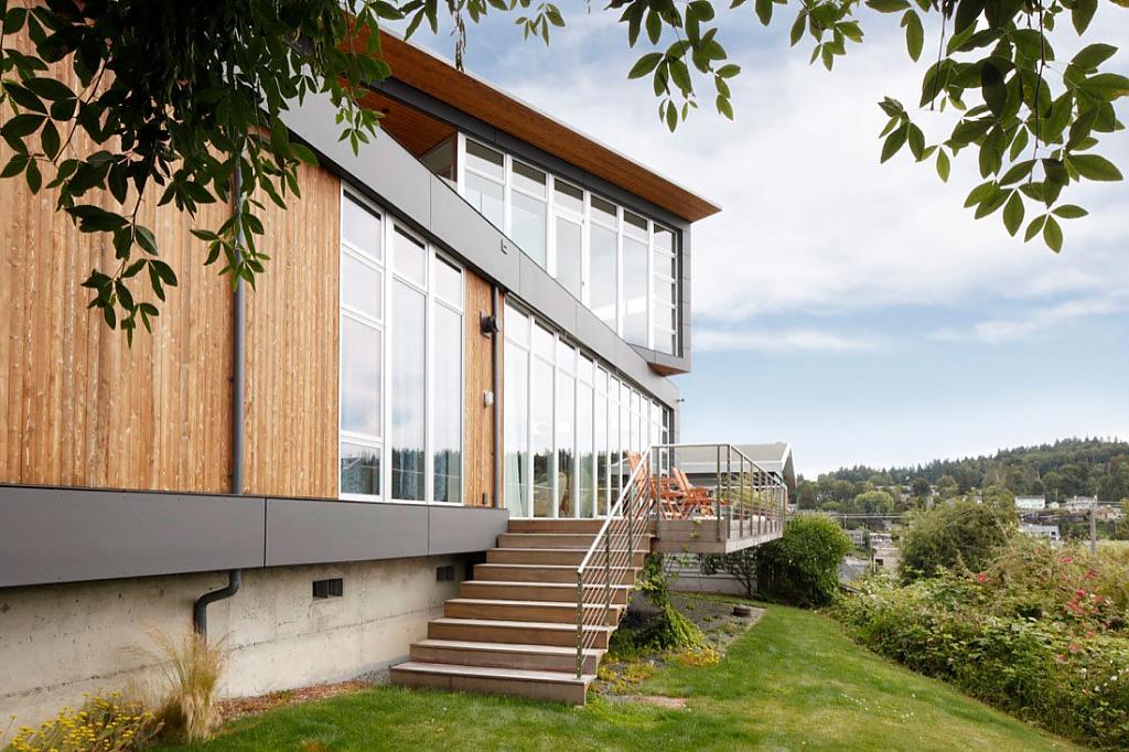 Дом с видом на реку: уютное пристанище капитана в Сиэтле