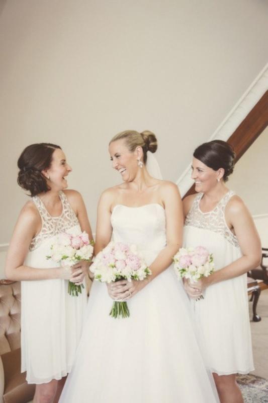 Белые платья с кружевной отделкой лифа, для подружек