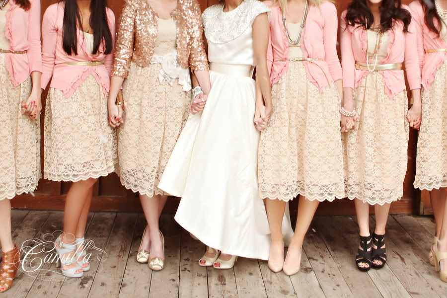 Кружевные платья в пастельных тонах