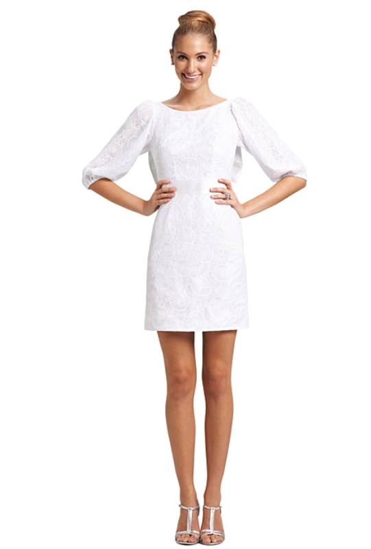 Модное платье в белом цвете