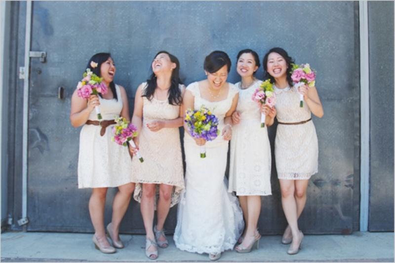 Идея кружевных платьев для подружек невесты