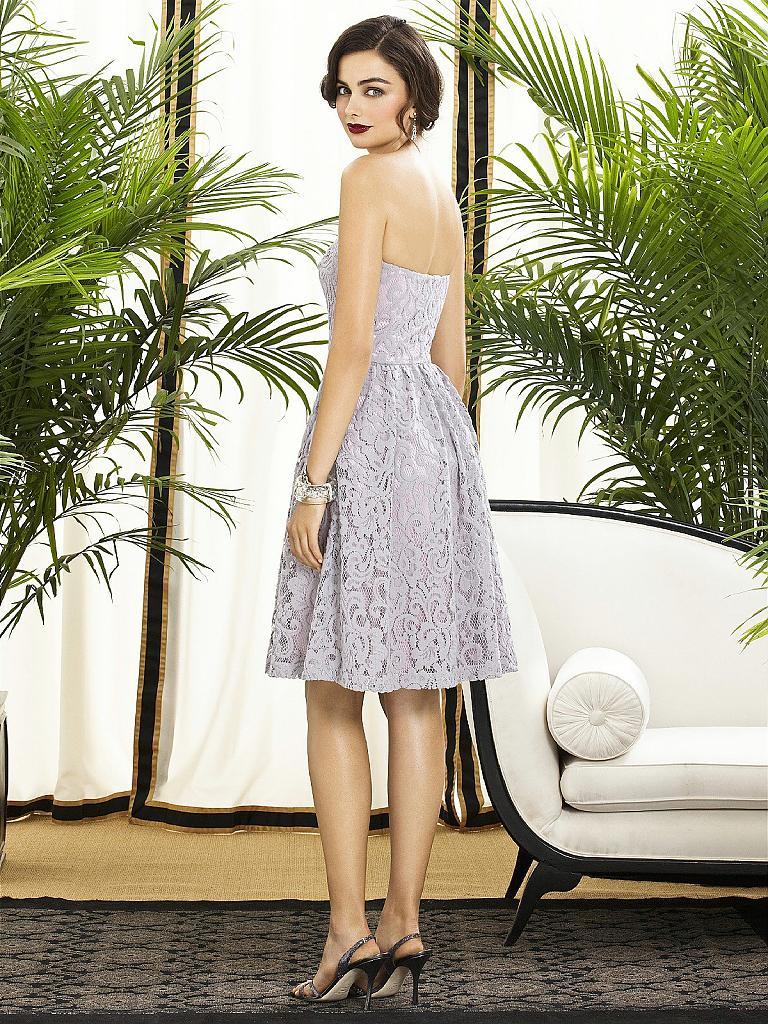 Кружевное платье нежно-серого цвета