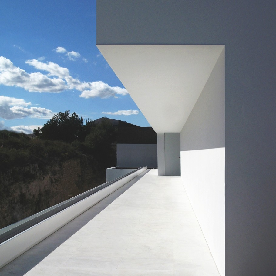 Проект большого одноэтажного дома с видом на горы