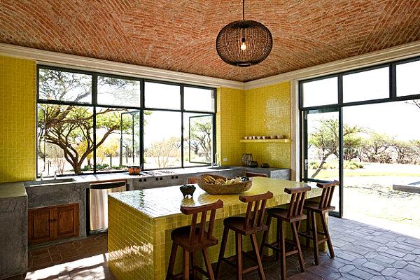 сочная лимонная столешница из керамической плитки