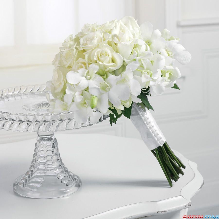 Белые цветы в букете