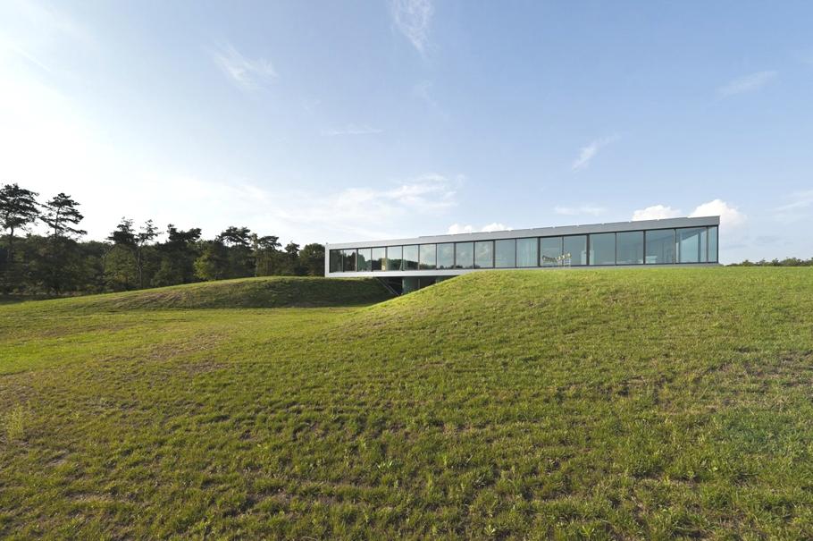 Минимализм в архитектуре: стильный и лёгкий Bridge House в Нидерландах