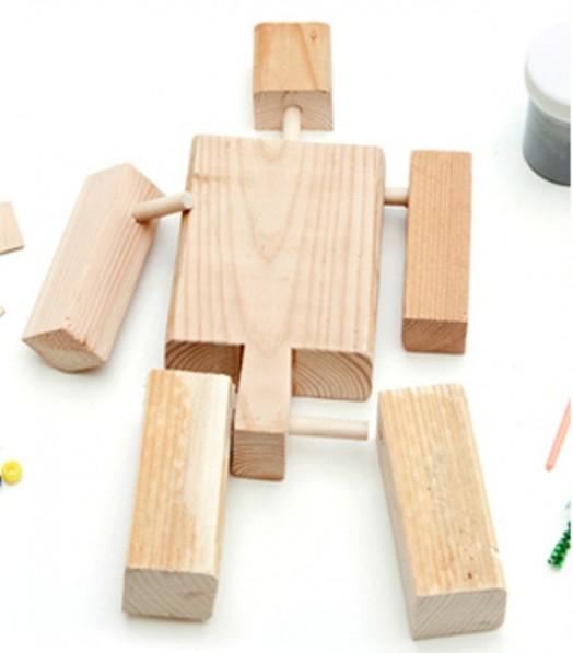 Игрушка робот из дерева
