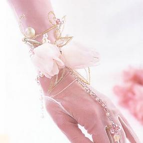 Свадебные украшения из бисера, бусин и ткани.