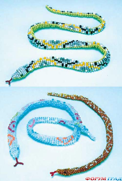 В пользу змей говорит относительно не сложная техника плетения - параллельная.  Для такой фигурки потребуется 9...