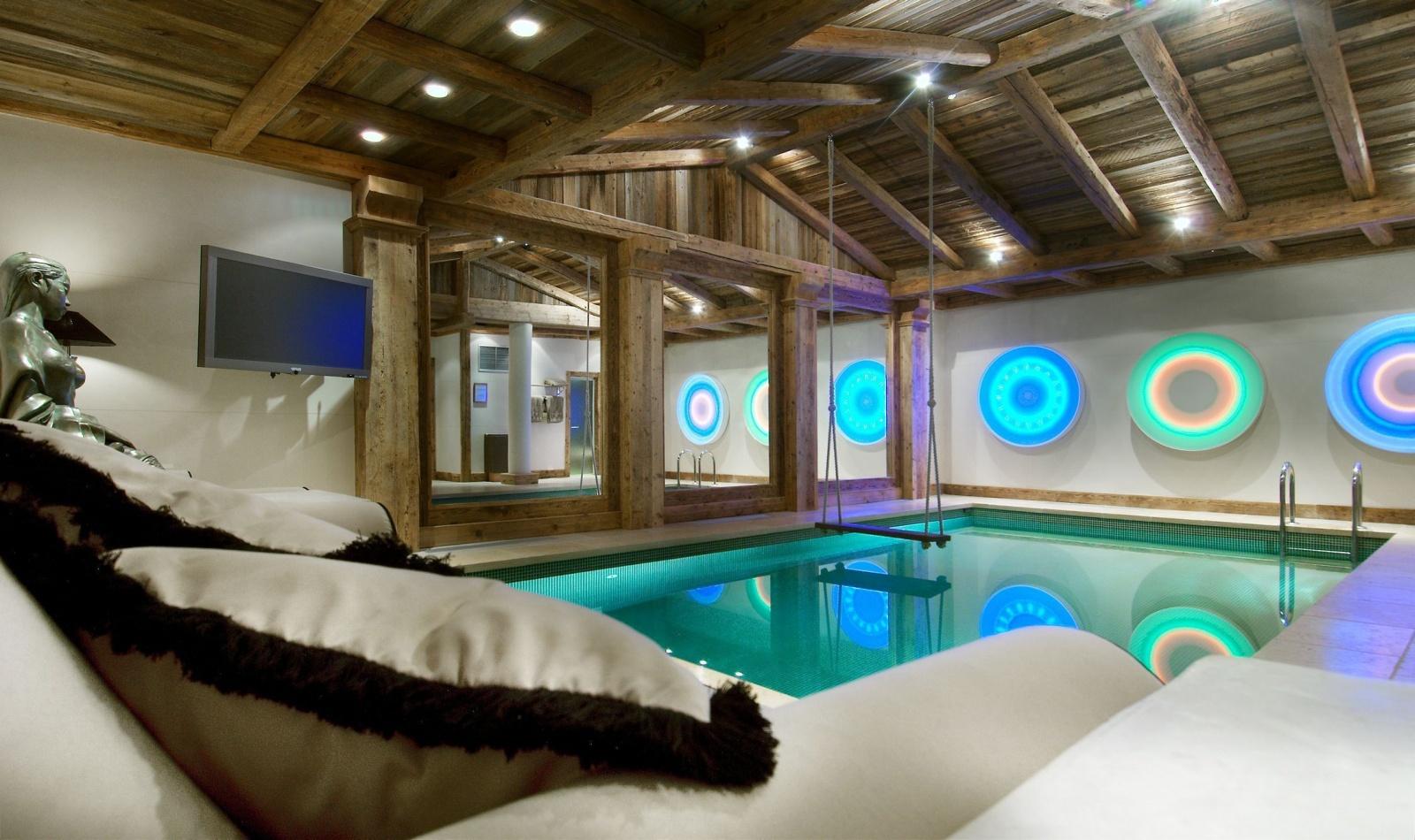 необычный спальни с бассейном фото номера производится