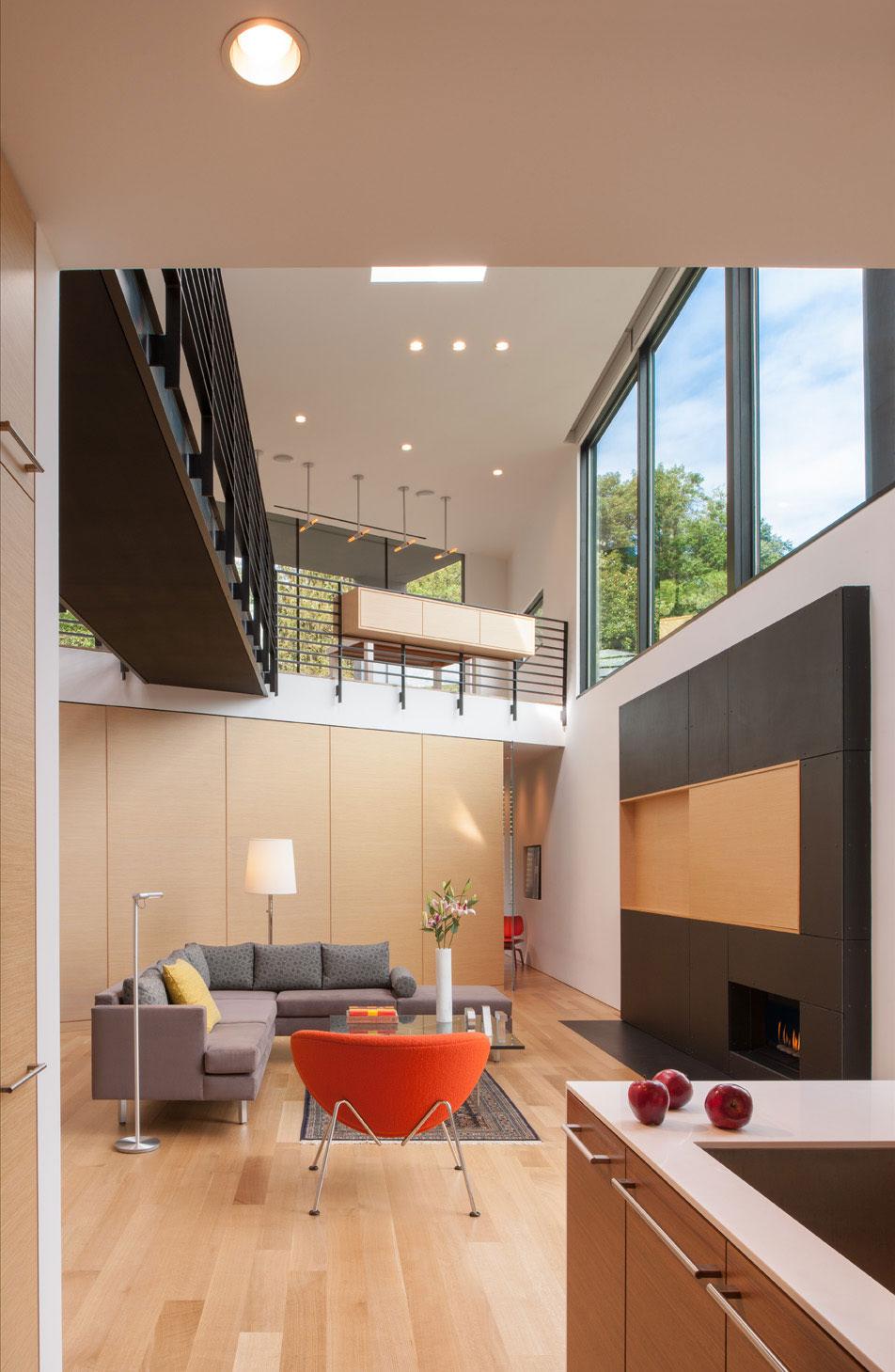 Необычная треугольная компоновка частного дома