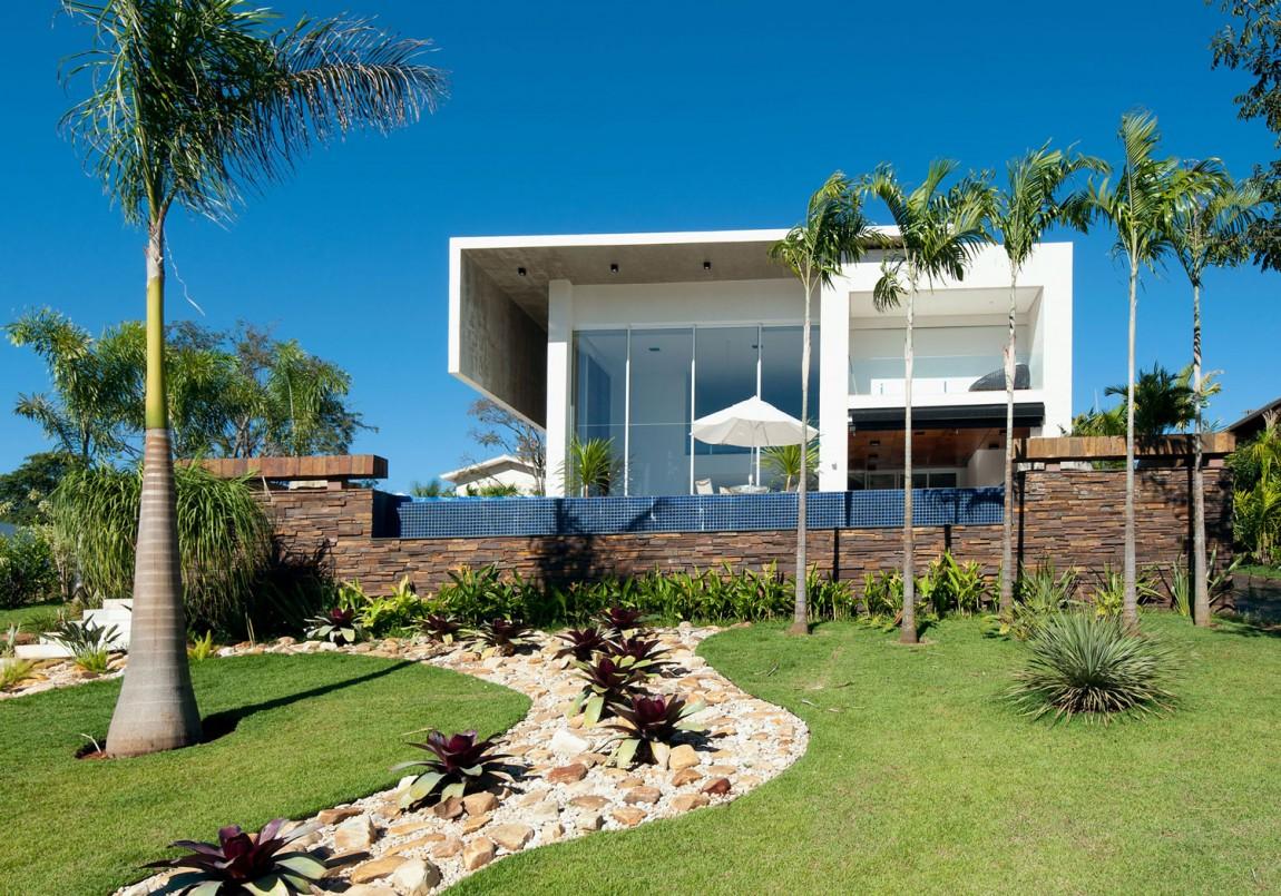 Великолепный загородный дом для большой семьи