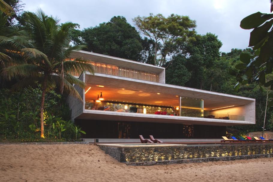 Дома из стекла и бетона: оригинальный минималистичный особняк в Бразилии