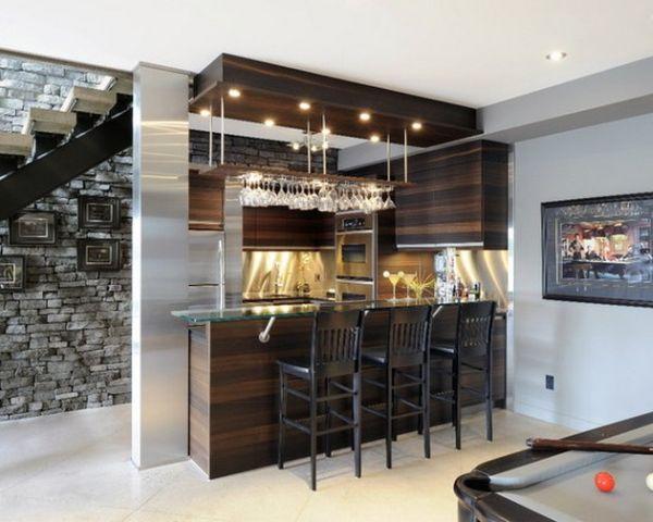 Дизайн комнаты с диваном и шкафом купе