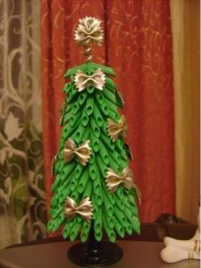 Новогодняя елка из макарон.
