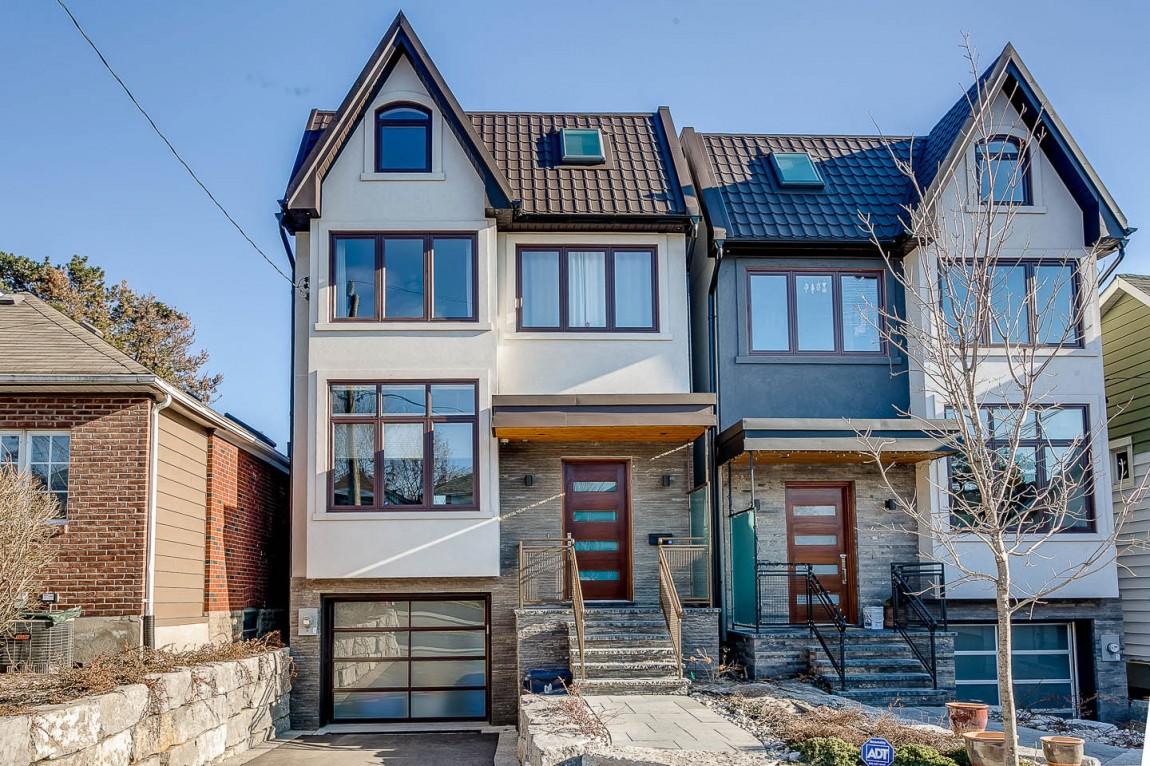 Маленький уютный дом в 4 этажа с ярким интерьером в Торонто