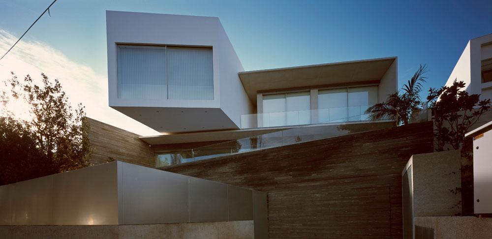 Проект особняка с гаражом для коллекции ретро-автомобилей в Греции