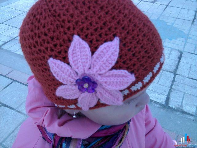 Зимние женские шапки с узорами из кос