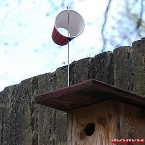 Флюгер своими руками готов, осталось установить его на открытой местности или на крыше дома или сарая.