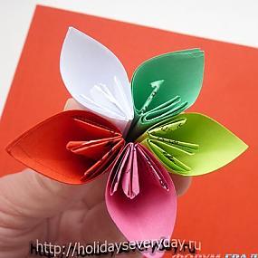 Таким образом соединяем 6 цветочков между собой - половина кусудамы готова.