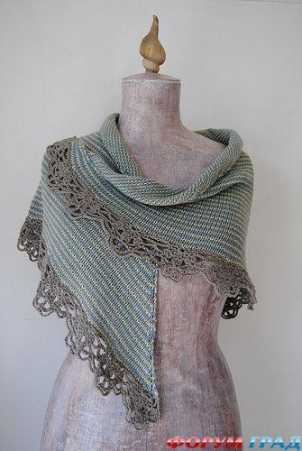 Еще у наших бабушек были популярны теплые пуховые шали и платки.  Помню, как было тепло и уютно завернуться в такую...