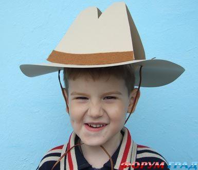 А я вот нашла не ковбоя, а ковбойскую шляпу из бумаги, что тоже в тему...