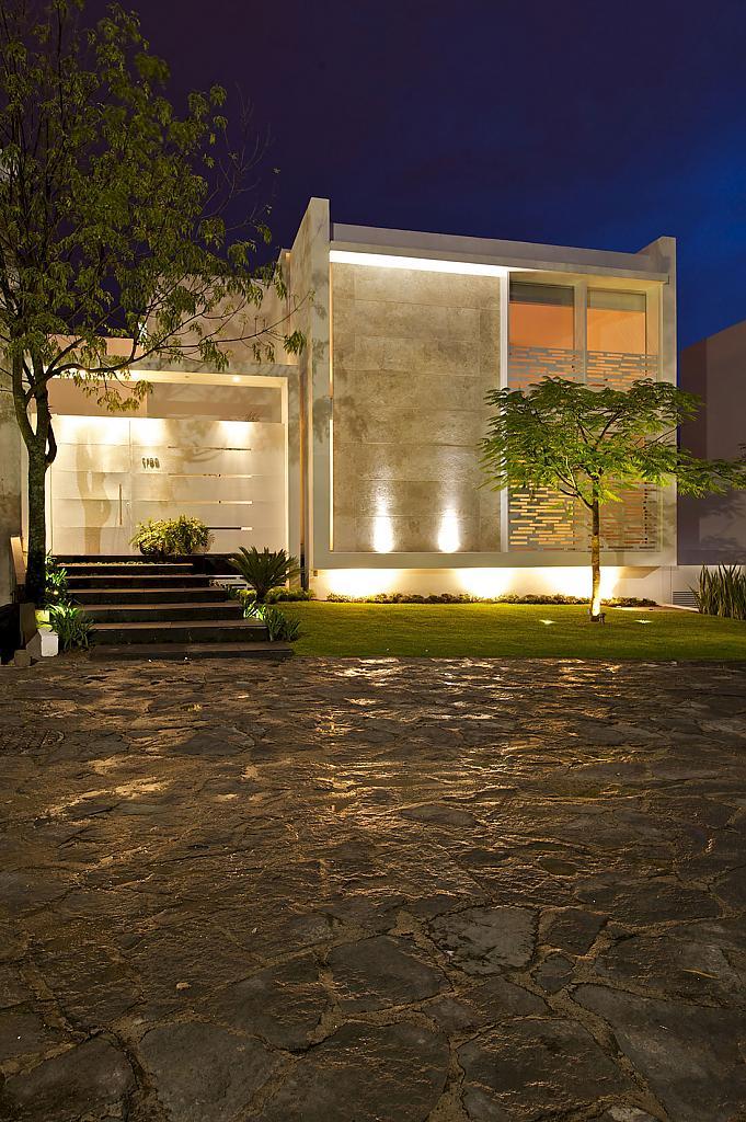 Дома с внутренним двориком: золотистый Casa Natalia в Мексике