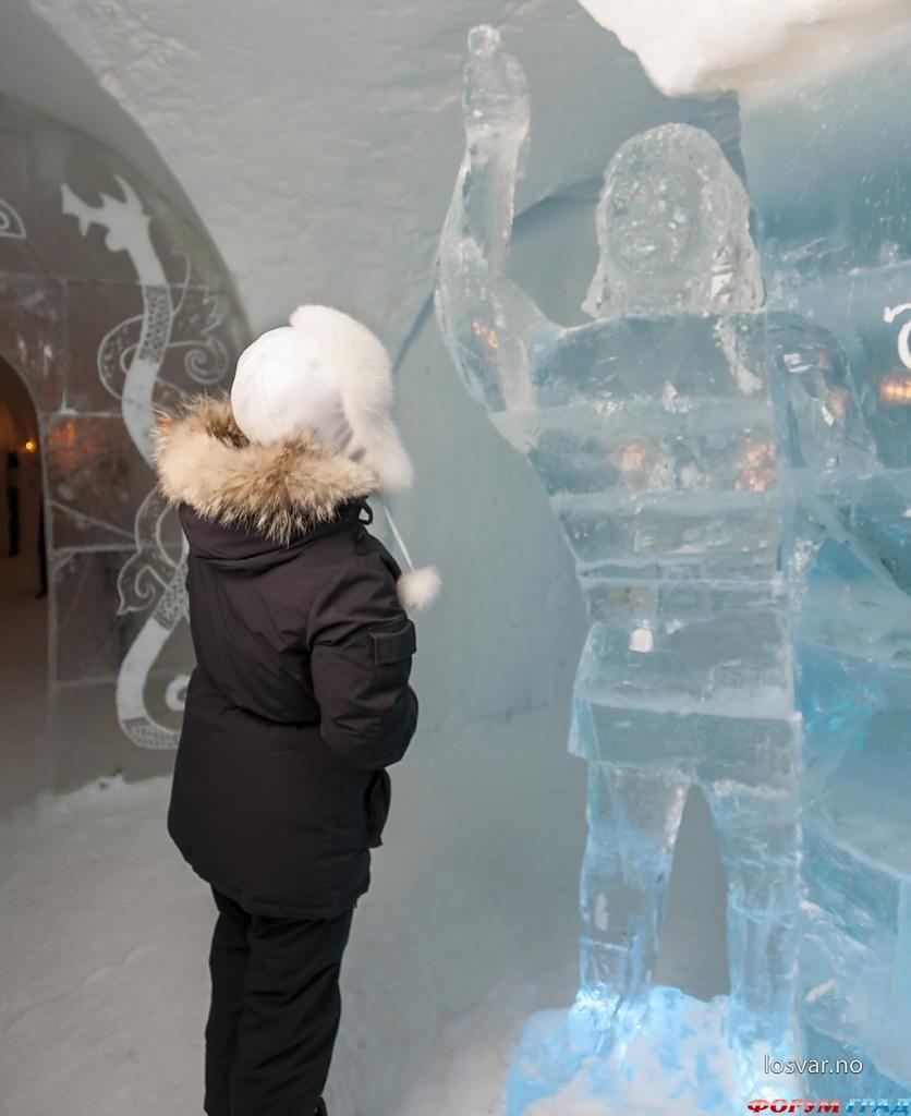 Ледяные скульптуры в отеле Sorrisniva Igloo