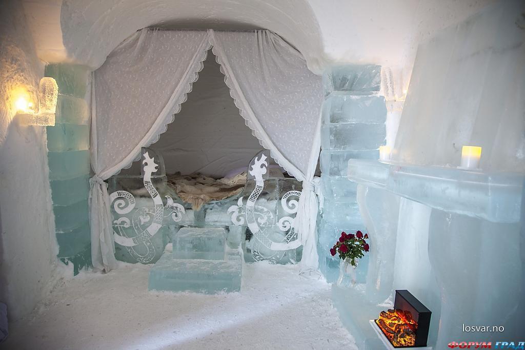 Сказочная кровать в номере отеля Sorrisniva Igloo
