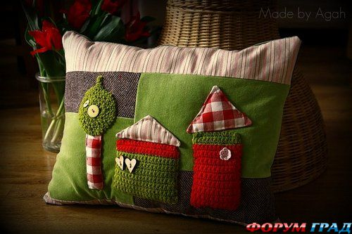 детская подушка с домиками зеленая