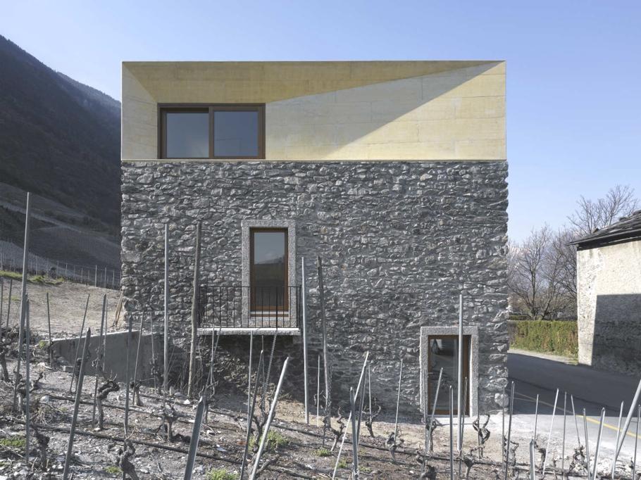 Дом в горах Швейцарии: традиционный особняк от Clavienrossier Architects