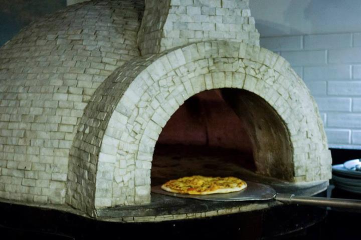 Романтическая и мягкая атмосфера ресторана Corner 8 в Мехико