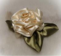 Как сделать розу из лент - мастер-класс.