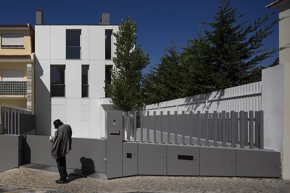 Авторские дома: стильный трёхэтажный Parede 11 в Португалии