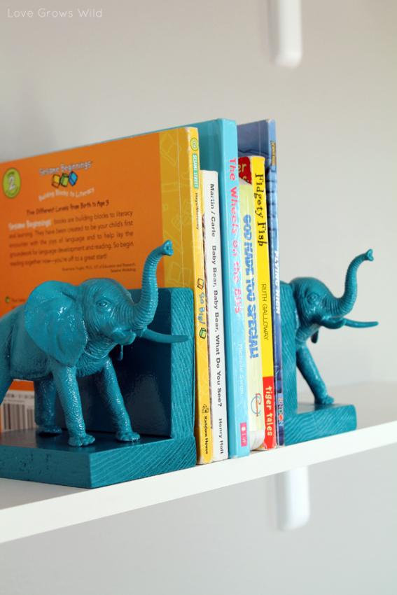 Полочка для книг в виде бирюзовых слонов