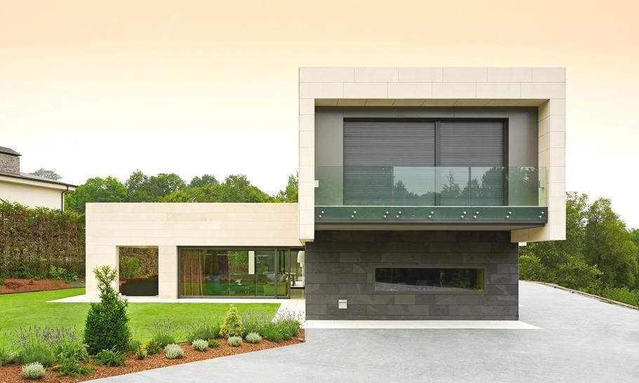 Красивый загородный дом в ультраминималистском стиле
