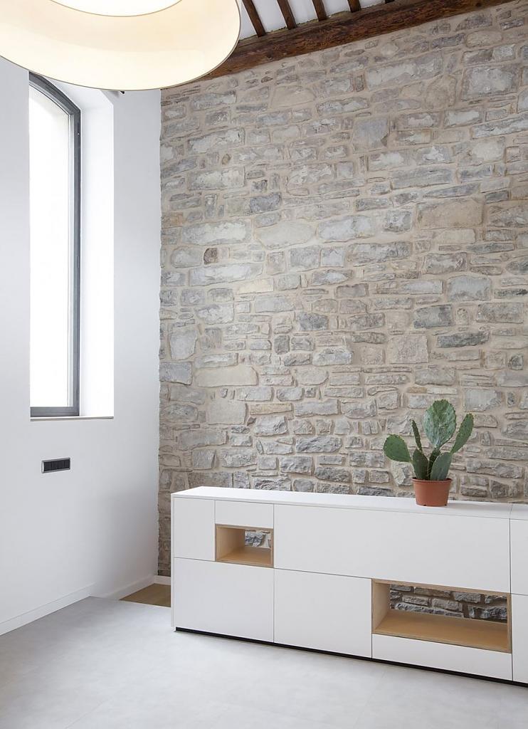 Интерьер испанского дома Casa OV: экстравагантная реконструкция