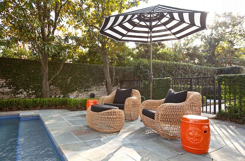 Садовые табуреты в восточном стиле на террасе
