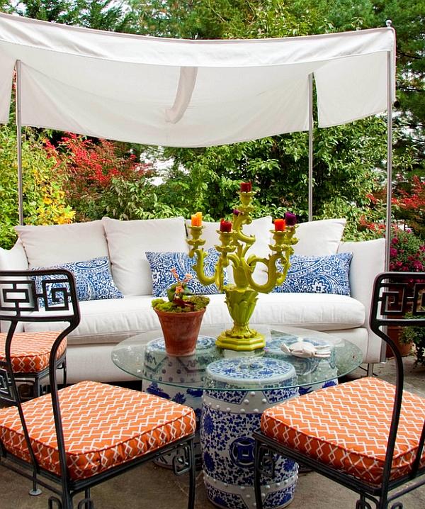 Садовые табуреты в восточном стиле в саду