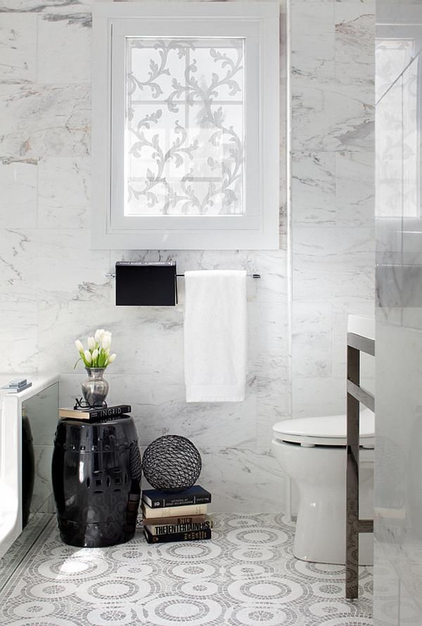 Садовые табуреты в восточном стиле в ванной