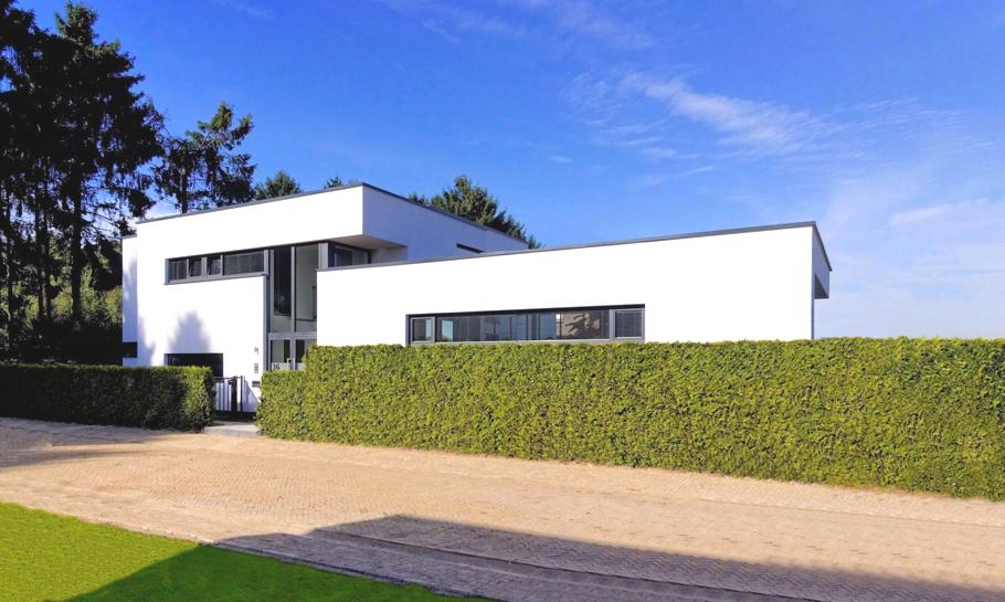 Красивый загородный дом с элегантным интерьером