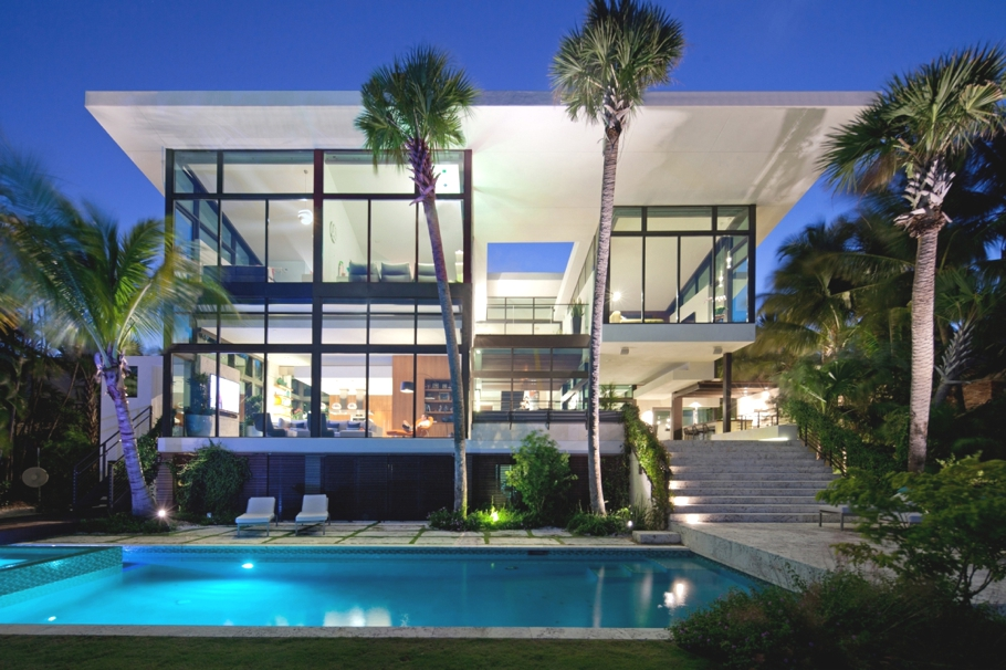 Проекты домов из стекла и бетона в стиле модерн: красивый особняк в Калифорнии