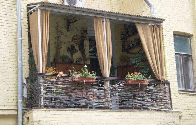 Как декорировать балкон своими руками