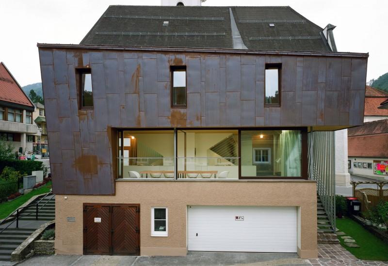 Необычные проекты домов: оригинальная жилая надстройка из стекла и металла