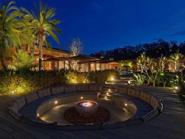 Дизайн роскошного дома мечты с очагом во дворе